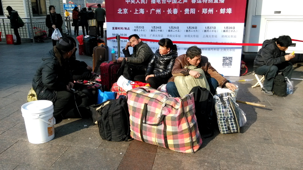 esperando-tren-china-2