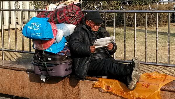 esperando-tren-china-3